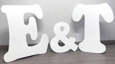 lletres de lloguer blanques y de fusta