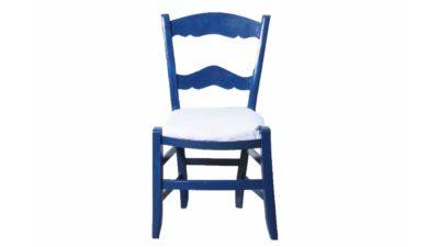 cadira petita de fusta blava i tapissat blanc