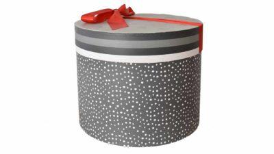 caixa de catró gris amb topos blancs i llaç vermell