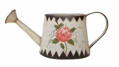 galleda metàlica blanca amb flor rosa dibuixada