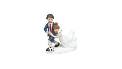 Figura de nuvis amb pilota de futbol i núvia ensopegant