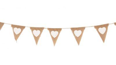 ramalaire wedding planner serveis de casament detalls de casament servei de lloguer de material servei de decoracio banderola de saca i cors blancs per deco o candy bar